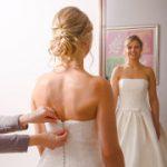 Prøvning af brudekjolen